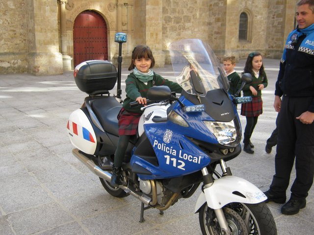 La Policía Local visita a 2º de Primaria