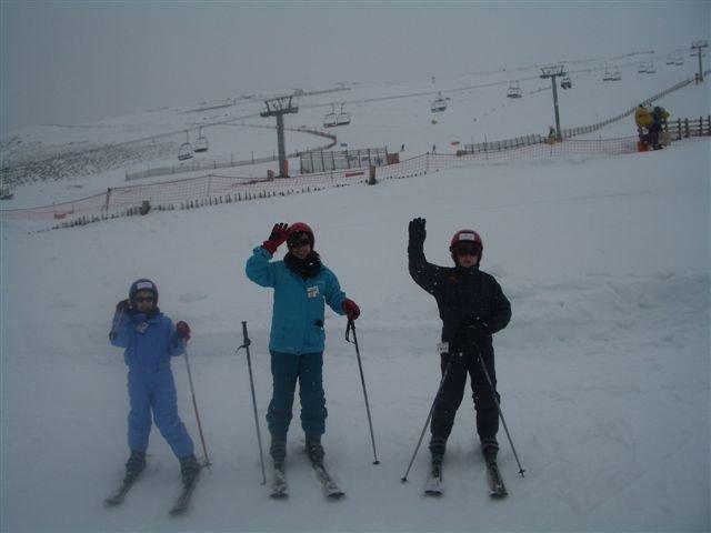 Los alumnos de 6º aprenden a esquiar