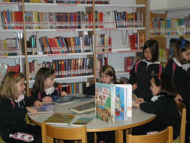 Biblioteca Gabriel y Galán 1º B Primaria