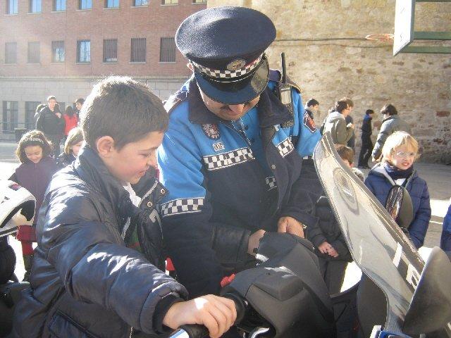 ¡Alto todo el mundo, que aquí viene la Policía!