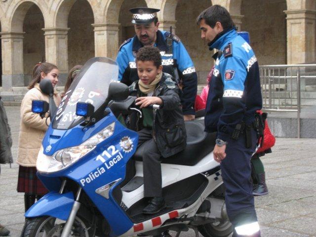 La Policía Local visita el Colegio