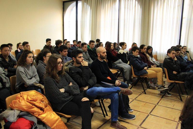 Sesión de orientación sobre titulaciones universitarias.