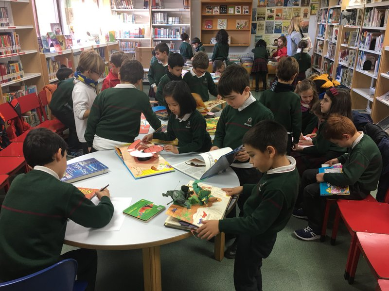 Visita a la Biblioteca Municipal Miraltormes.