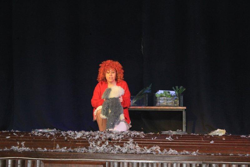"Escolatrio representa ""Annie"""