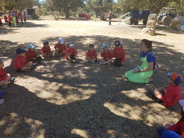 Infantil de excursión a la granja