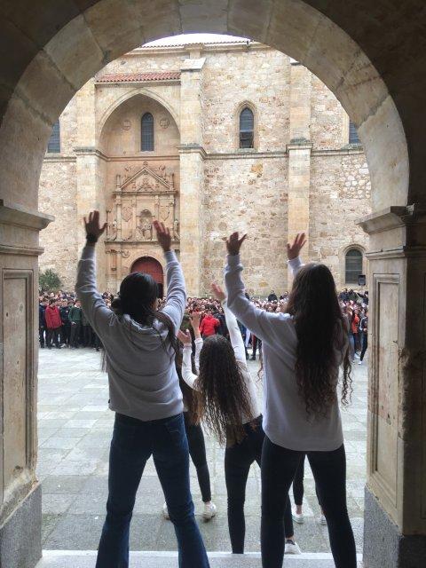 Día Escolar por la Paz y No Violencia